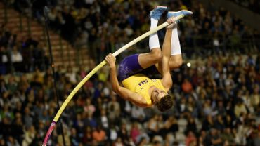 Duplantis franchit 5,94 m à la perche, Miller-Uibo déjà très rapide