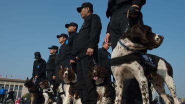Des policiers chinois