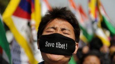 Un étudiant tibétain manifeste pour les droits du Tibet le 21 février 2012 à New Delhi