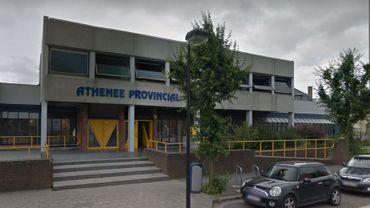Un élève de première secondaire de l'Athénée provincial de La Louvière a reçu des coups de couteau de la part d'un condisciple en plein cours.