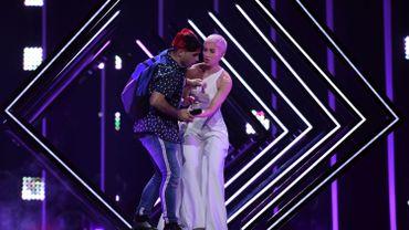 Eurovision: un individu interrompt soudainement la prestation de la chanteuse britannique