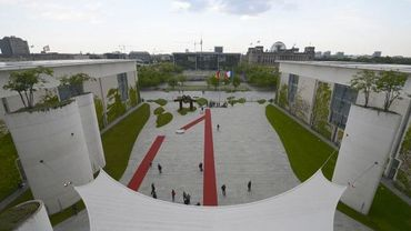 Le tapis rouge a été déployé à Berlin pour accueillir François Hollande
