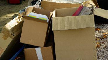 Les cartons déjà placés sur le trottoir doivent être rentrés