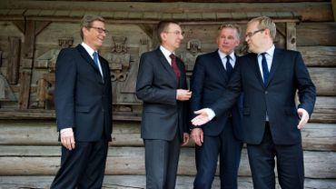 Les ministres des Affaires étrangères  allemand et baltes au muse ethnographique de Riga (Lettonie).