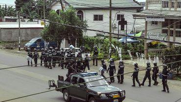 Des membres de la police camerounaise patrouillent dans un quartier de Buea, chef-lieu du Sud-Ouest anglophone, le 1er octobre 2017