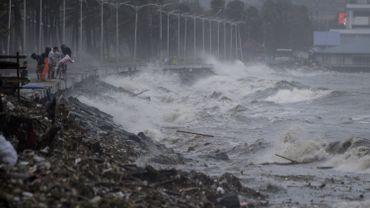 Philippines: au moins deux morts après le passage du super typhon