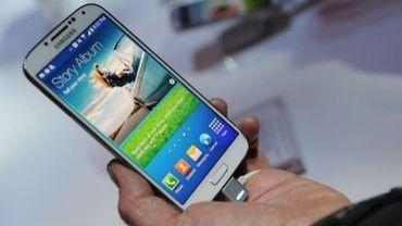 Le smartphone haut-de-gamme Galaxy S4 présenté le 14 mars 2013 à New York