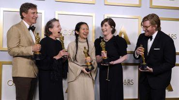 Peter Spears, Frances McDormand, Chloe Zhao, Mollye Asher et Dan Janvey, après la cérémonie des Oscars
