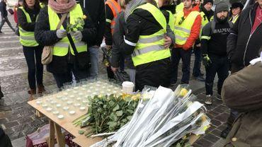 À Namur, Bruxelles, Liège, les gilets jaunes ont rendu hommage samedi dernier à Roger Borlez. Ils devraient être nombreux, ce samedi, à assister à ses funérailles.