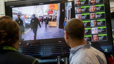 Démonstration d'un système de reconnaissance faciale lors d'une conférence technologique à Washington en novembre 2017