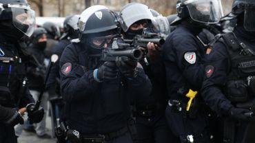 Les forces de l'ordre français lors d'une manifestation des gilets jaunes à Paris en janvier 2019
