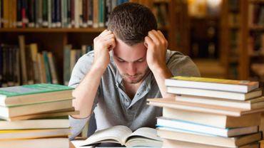 Plus question de travailler à la bibliothèque ou d'assister aux cours dans les auditoires, les étudiants sont priés de rester chez eux et de travailler à distance.