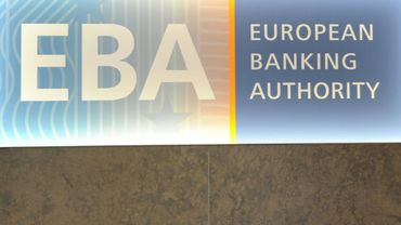Le logo et siège de l'Autorité bancaire européenne (EBA), le 23 mars 2017 à Canary Wharf, à Londres