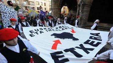Des manifestants réclament que des prisonniers appartenant au groupe armé ETA soient rapatriés au Pays basque, le 7 décembre 2013 à Durango