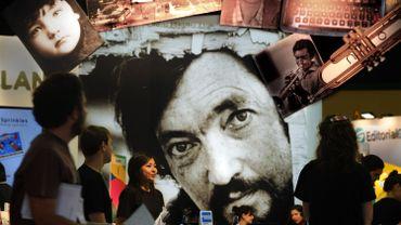 Montage-photo du romancier Julio Cortazar sur un stand de la maison d'édition Alfaguara pendant le Festival international du livre de Buenos Aires, le 24 avril 2014
