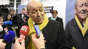 Jean-Yves Le Drian va cumuler les fonctions de ministre et de président de la région ouest, malgré la règle de non cumul édictée par le président François Hollande.