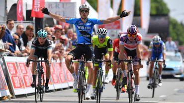 Wout van Aert bat Mathieu Van der Poel,... sur route à Bruges