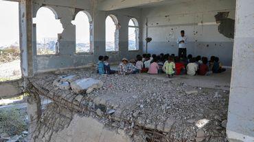 Une école réduite en ruines dans la ville de Taez.