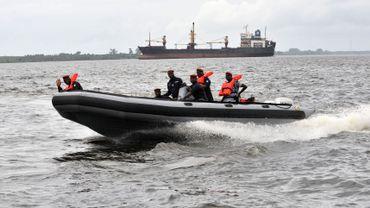 Des garde-côtes patrouillent au large d'Abidjan