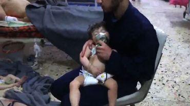 Capture d'une vidéo filmée par des habitants de Douma après une attaque qui pourrait être chimique.