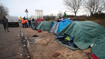 Coronavirus en France : début de la mise à l'abri des migrants de Calais