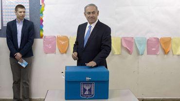 Benjamin Netanyahu a déposé son bulletin de vote dans l'urne