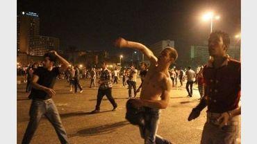 Heurts entre manifestants et policiers anti-émeutes, place Tahir, le 29 juin 2011 au Caire