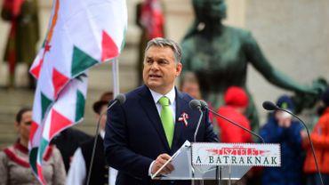 """Hongrie: le Premier ministre Orban accuse de """"tricherie"""" l'université Soros de Budapest"""