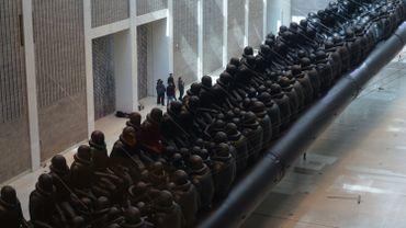"""Ai Weiwei, """"Law of the Journey"""", pendant l'installation de l'œuvre à la Galerie nationale de Prague  - Courtesy of the National Gallery in Prague"""
