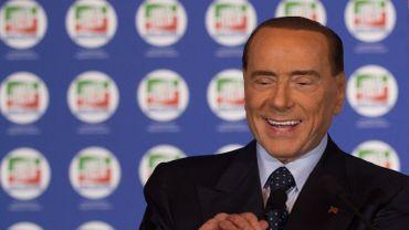 Berlusconi remporte les élections en Sicilie.