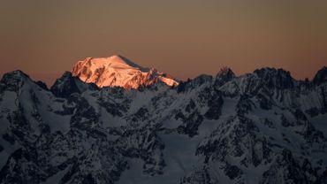 Il grimpe au sommet du Mont-Blanc avec un rameur sur le dos... et l'abandonne sur la route du retour