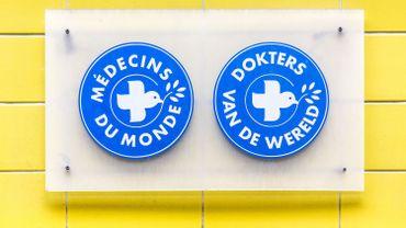 Un véhicule de Médecins du Monde saute sur une mine
