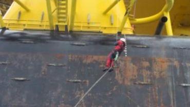 Pacifique: des militants de Greenpeace prennent d'assaut une plateforme pétrolière de Shell