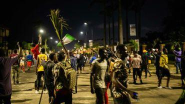 Des manifestants à Lagos le 20 octobre 2020 après la proclamation d'un couvre-feu