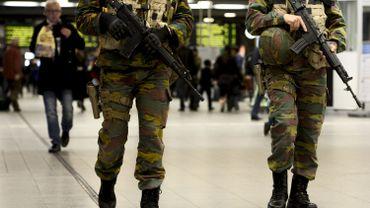 Des militaires en patrouille dans la Gare du Midi, à Bruxelles