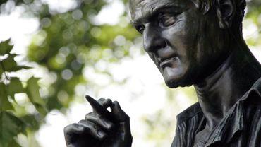 Statue de Jean-Jacques Rousseau sur l'île du même nom à Genève.