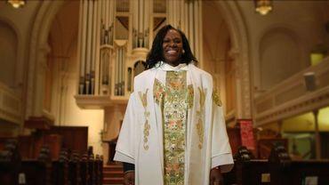 Une femme prêtre, une rebelle qui défie le Vatican