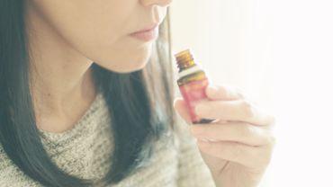 L'huile essentielle de tea tree (arbre à thé) peut être utilisée pour traiter les rhinites, sinusites, pharyngites, laryngites, angines ou les otites