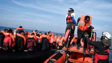 """Theo Francken veut """"contourner l'article 3"""" pour renvoyer les bateaux de migrants: l'opposition scandalisée"""