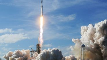La fusée Falcon Heavy de SpaceX, lors de son tout premier décollage à Cap Canaveral en Floride le 6 février 2018