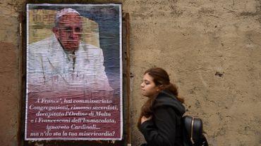 """""""Mais où est ta miséricorde ?"""" demandent les affiches en dialecte romain"""