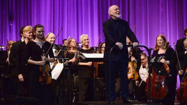 John Williams devant son orchestre.