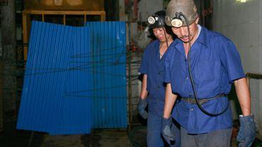 Dix-huit personnes piégées après l'effondrement d'une mine de gypse en Chine