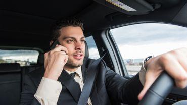 L'amende pour téléphoner au volant s'élève à 116 euros.