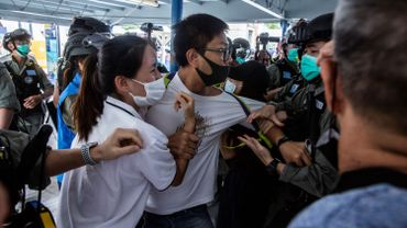 Affrontements entre policiers et manifestants pro-démocratie lors des manifestations de ces derniers réclamant l'indépendance de la ville à Hong Kong le 10 mai 2020.