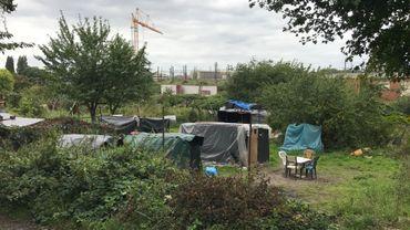 Les familles occupaient des cabanes dans le jardin potager de la rue Navez à Schaerbeek.