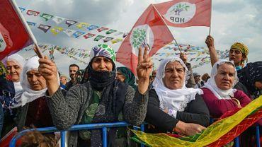 Des partisanes du Parti démocratique des peuples (HDP), pro-kurde, assistent à un meeting à Batman, dans le sud-est de la Turquie, le 12 mars 2019