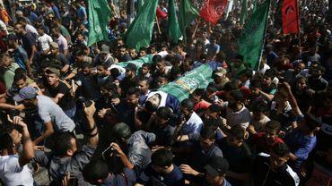 Funérailles de Palestiniens tués la veille dans la bande de Gaza lors de manifestations et de heurts avec les soldats israéliens postés à la barrière de sécurité, le 13 octobre 2018