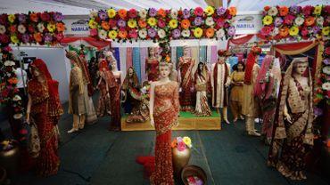 Un magasin de vêtements de mariage à Dhaka
