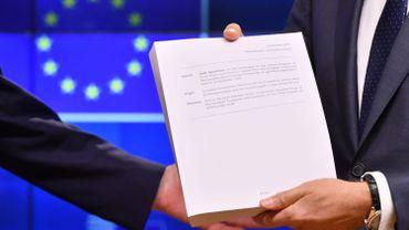 L'accord du gouvernement britannique sur le Brexit en six questions